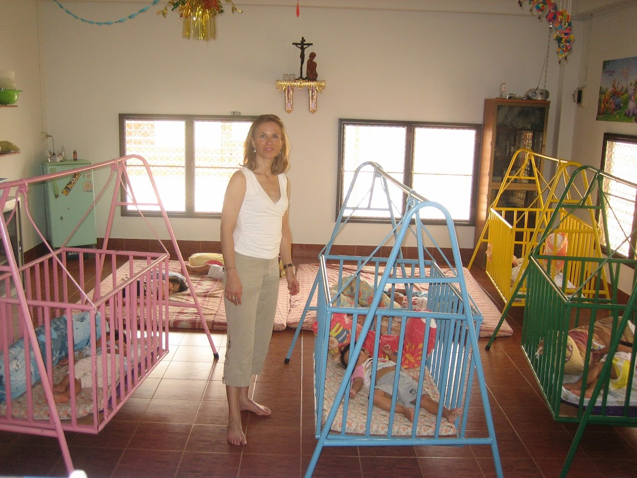Dortoirs des bébés - Sarnelli orphanage  - Nong Khai fév. 09